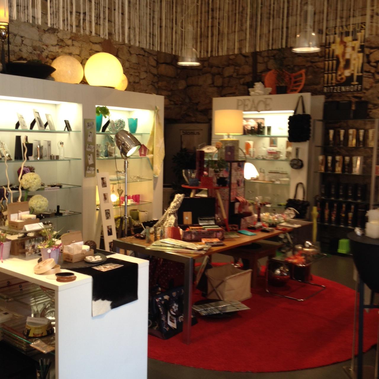 wohn ambiente boutique wohnaccessoires geschenke dekos vorh nge farbgestaltung. Black Bedroom Furniture Sets. Home Design Ideas